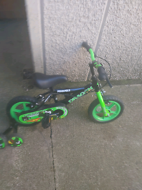 Childs bike with stableizers