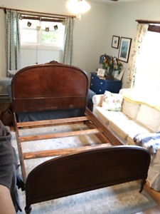 Antique wooden double bed and dressing table - Woodstock