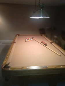 NEW CONDITION Custounswick pool table - in perfect condition 4x6