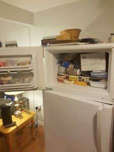 Kenmore Fridge for Sale (Damaged)