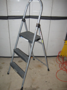 Regular and collapsible step ladders