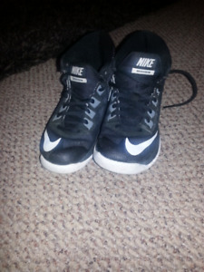 NIKE kids sneakers size 12c excellent condition