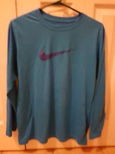 Youth Boys size 14 Nike long sleeve shirt