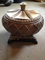 Decorative bowl with lid