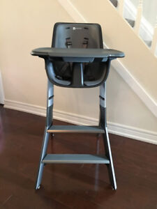 4 Moms High Chair in Excellent Used Condition