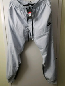 Nike windbreaker pants large