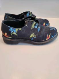 Dr. Martens Shoe Black Hawaiian Floral, UK size 5