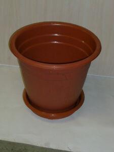 Gros pot de plante ou fleurs a vendre