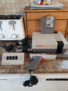 Original Nintendo System With 2 Controllers, The Zapper & 3 Game