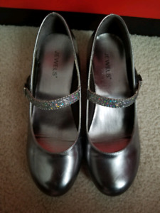 Stylish Silver/Steel Gray Girls' Party Shoes -kids size 2y