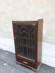 Armoires vintage / vintage cabinets.