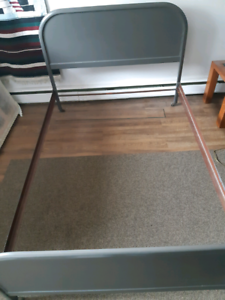 Antique metal bed frame (double)