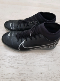 Nike size 7.5 astro turf trainers