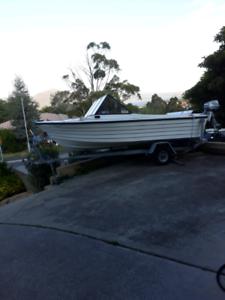 4.6 metre fibier glass Crest Craft Boat