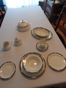 ROYAL DOULTON FINE CHINA - SERVICE FOR 12