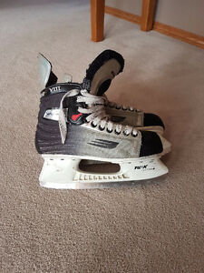 Bauer Vapor VIII Hockey Skates - Men's size 5