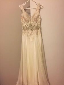 Brand New Ivory Macdugg Wedding Dress (size 4)
