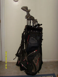 FULL SET OF CHICAGO 966 RH GOLF CLUBS - $190
