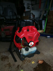 Maruyama BL9000 back pack blower almost new professional.