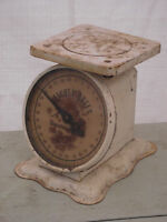 """Antique """"Kitchen Queen"""" Household Scale"""