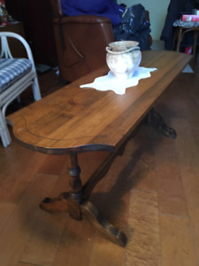 Table de salon antique en bois