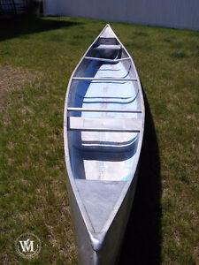 17' Aluminum Canoe - with 3 paddles