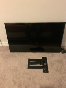 40 inch Samsung smart tv with wall mount and box