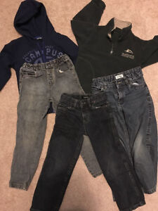 Boys size 5 (3 jeans and 2sweaters)