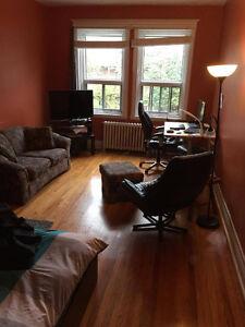 GRANDE chambre disponible 1er novembre! 5 min UdeM/Poly/HEC