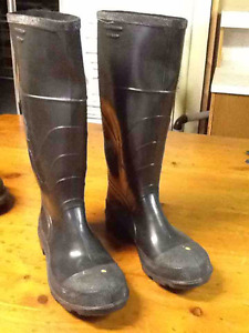 Rubber Boots With Steel Toe (Brand new still tied together)