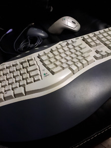 Cordless keyboard and mouse combo