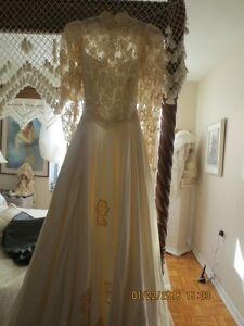 ANTIQUE SATIN AND APPLIQUE WEDDING DRESS