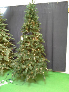 NEVER USED, 7 1/2' PRE-LIT(400 CLEAR WHITE BULBS) CHRISTMAS TREE
