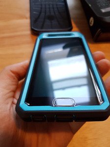 *MINT CONDITION* Galaxy S6 Edge + 4 Cases