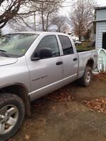 2003 dodge ram 1500 4x4 4 door with 5.7l hemi $3000 firm