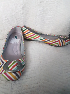 Size 8M Dr. Scholls multi colour flat