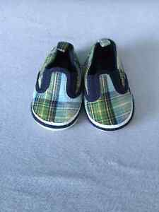 Old Navy baby shoes Size 1-2