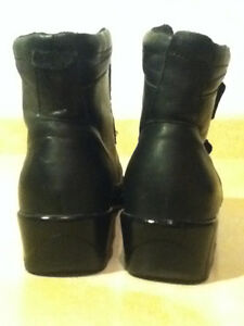Women's Comfort Leather Shoes Size 9 London Ontario image 2