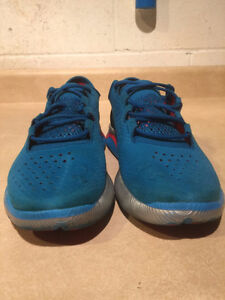 Women's Under Armour Speed Foam Light Running Shoes Size 8.5 London Ontario image 2