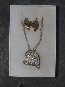 BRAND NEW heart-themed necklace & earring set (great gift idea!)