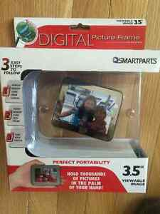 Hand Held Mini Digital Picture Frame (NEW)