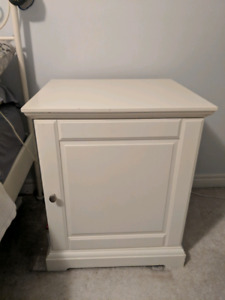 Night Stand/Side Table/Bedside Table