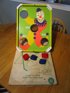 VINTAGE CLOWN BEAN BAG TOSS GAME BY EAGLE TOYS
