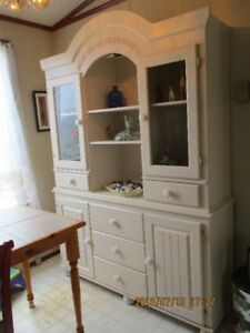 Beautiful Heritage Cabinet/Hutch
