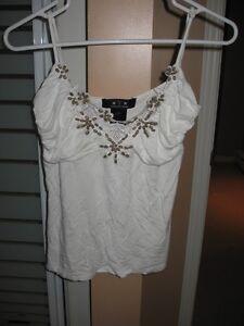 Vêtements pour femmes ou ado a 3$ l'unité