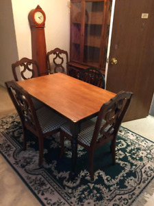 Dinning table 4 matching chairs with FREE delivery