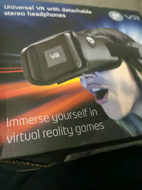 GOJI Universal VR 3D Virtual Reality Headset + Detachable Headphone