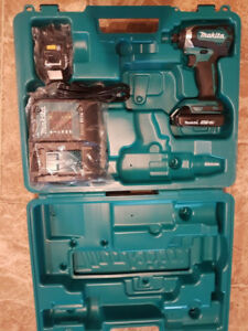 Brand New Makita 18v Brushless impact Driver kit