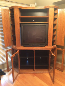 BUHLER Oak TV Cabinet in pristine condition