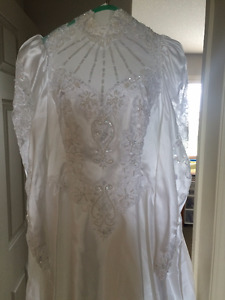 I am selling my wedding dress